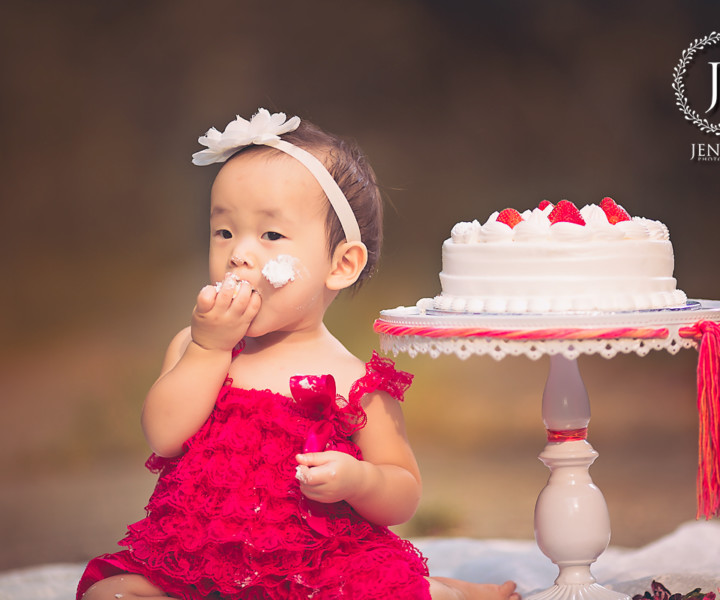 singapore newborn photographer cake smash